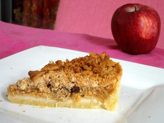 Τάρτα μήλου με κραμπλ από τριμμένο μπισκότο