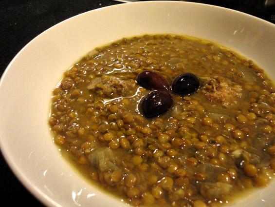 Φακές σούπα με χωριάτικο λουκάνικο