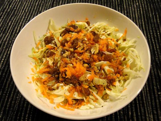 σαλάτα λάχανο-καρότο με ντρέσσινγκ μουστάρδας