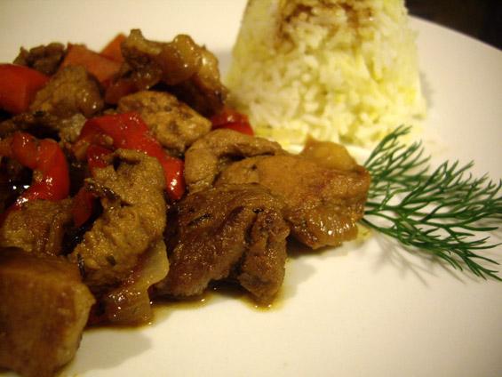 κινεζοειδές χοιρινό με λαχανικά και μπασμάτι