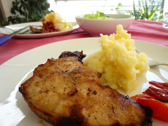χοιρινά μπριζολάκια με πουρέ πατάτας