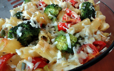 Ριγκατόνι με τόνο, ντοματίνια και μπρόκολο στο φούρνο