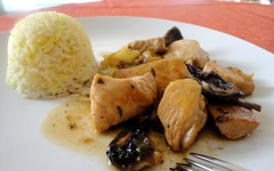 Κοτόπουλο στήθος με πιπεριές κέρατο και μανιτάρια