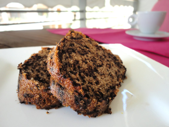 κέικ με κόκκινο κρασί και τρούφα σοκολάτας