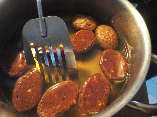 μελομακάρονα στο κατσαρολάκι με το σιρόπι