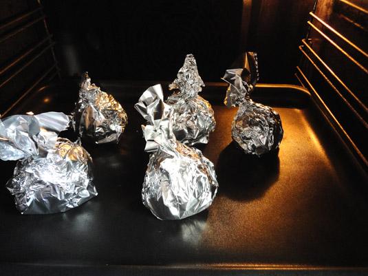 πατζάρια στο φούρνο τυλιγμένα σε αλουμονόχαρτο