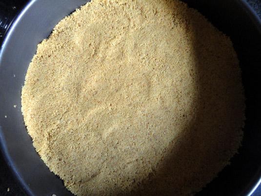 τριμμένο μπισκότο ως βάση