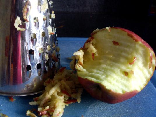 μήλο στον τρίφτη