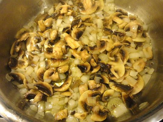 κρεμμύδι με μανιτάρια στην κατσαρόλα