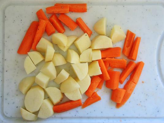 καρότα και πατάτες κομμένες