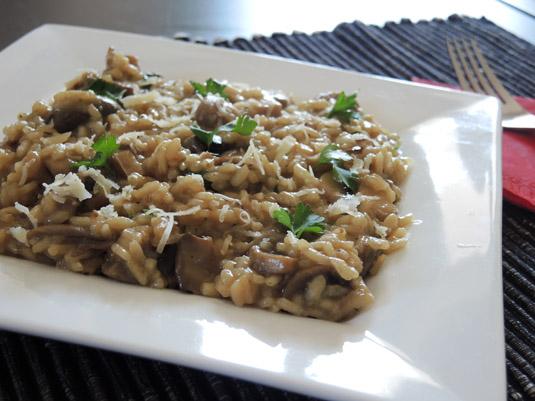 ριζότο με μανιτάρια στο πιάτο