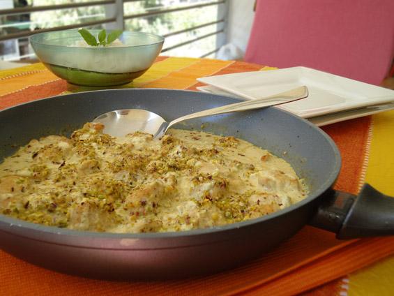Φιλέτο κοτόπουλο με γιαούρτι, κάρυ και φιστίκια Αιγίνης