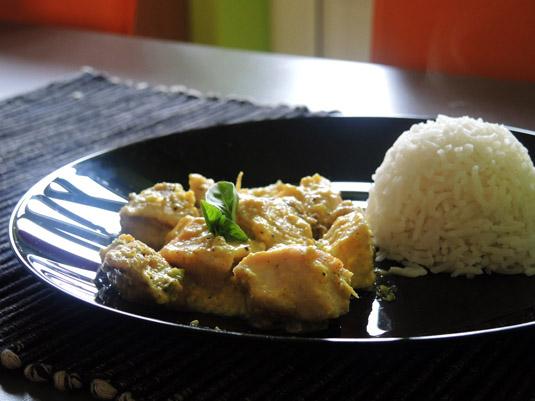 στήθος κοτόπουλο με γιαούρτι, κάρυ, φιστικια Αιγίνης και μπασμάτι