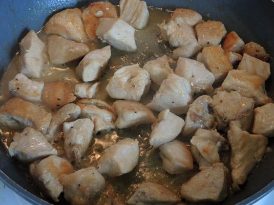 στήθος κοτόπουλο στο τηγάνι με κρασί
