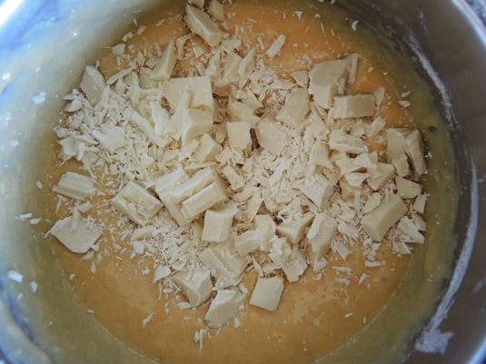 μείγμα για μηλόπιτα με λευκή σοκολάτα στο κατσαρολάκι
