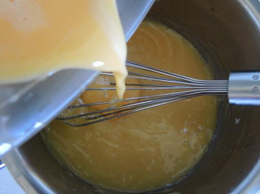 μείγμα με λευκή σοκολάτα με αυγά