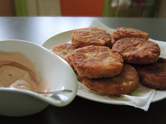 φιλέτα μπακαλιάρου πανέ με σάλτσα μαγιονέζας