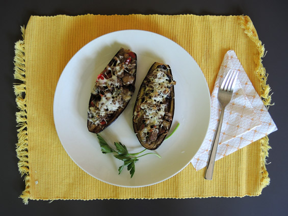μελιτζάνες γεμιστές με μοσχάρι και μανιτάρια