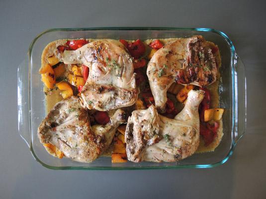 μπούτια κοτόπουλο με χρωματιστές πιπεριές και σάλτσα πιρι πιρι στο ταψί