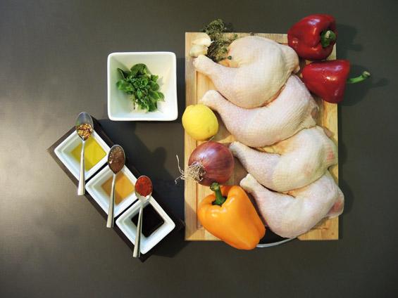 υλικά για κοτοπουλο με χρωματιστές πιπεριές
