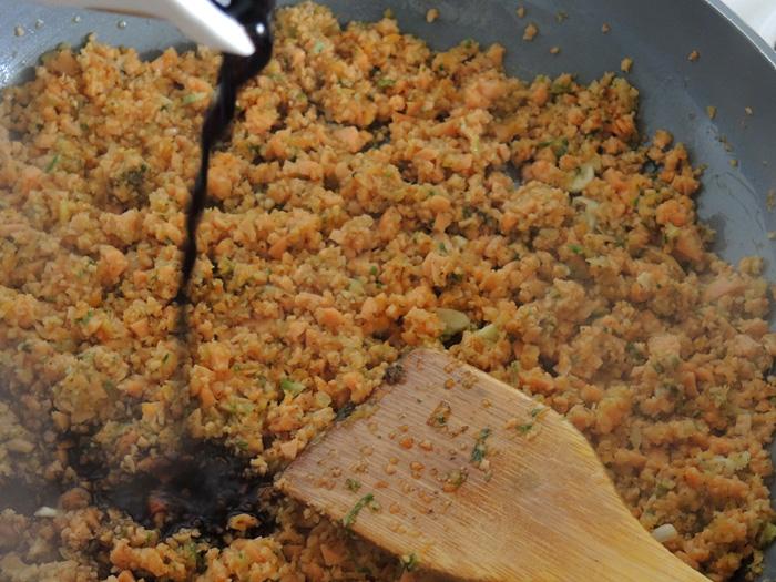αλεσμένα λουκανικα με μπαλσάμικο στο τηγάνι
