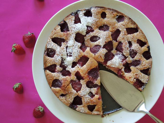 κέικ με φράουλες ψημένο
