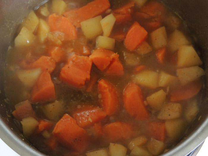 γλυκοπατάτες με σος μήλου στην κατσαρόλα