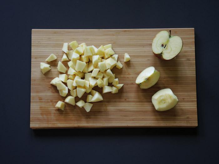μήλο κομμένο σε κυβάκια