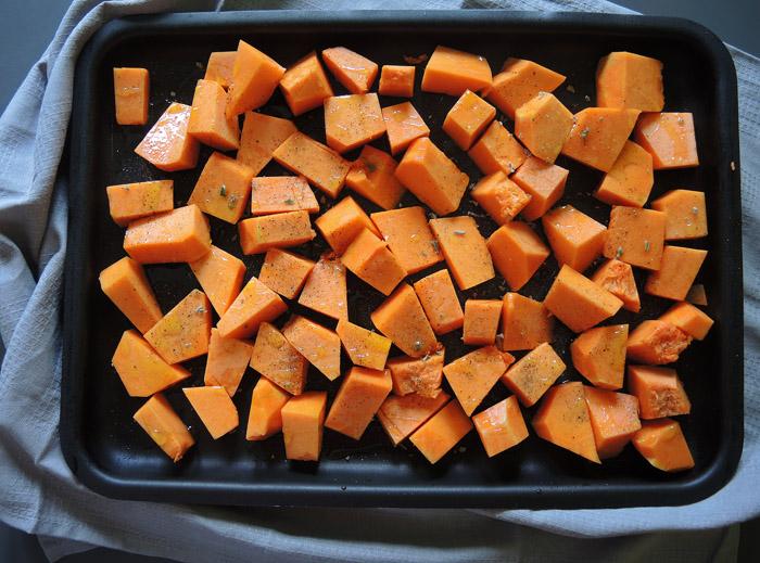 πορτοκαλί κολοκύθα με λάδι και φασκόμηλο