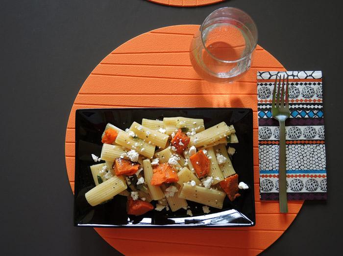 ριγκατόνι με ψητή κολοκύθα στο πιάτο