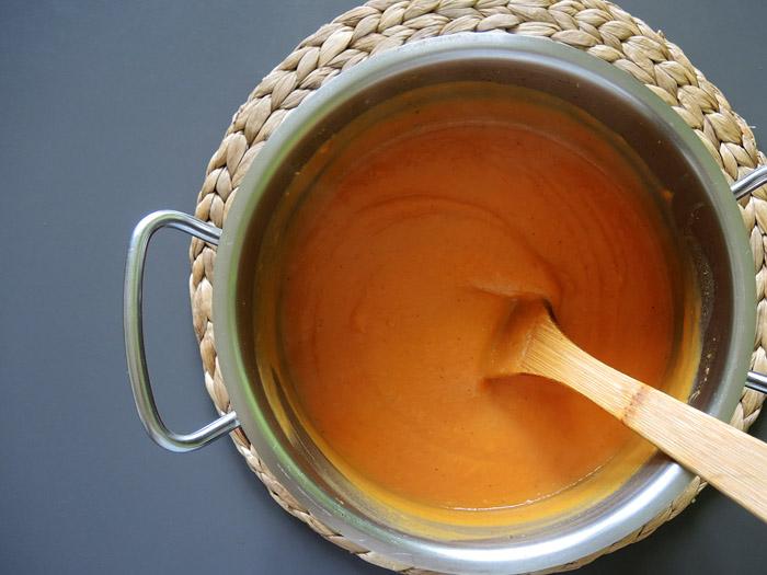 σούπα βελουτέ γλυκοπατάτας στην κατσαρόλα