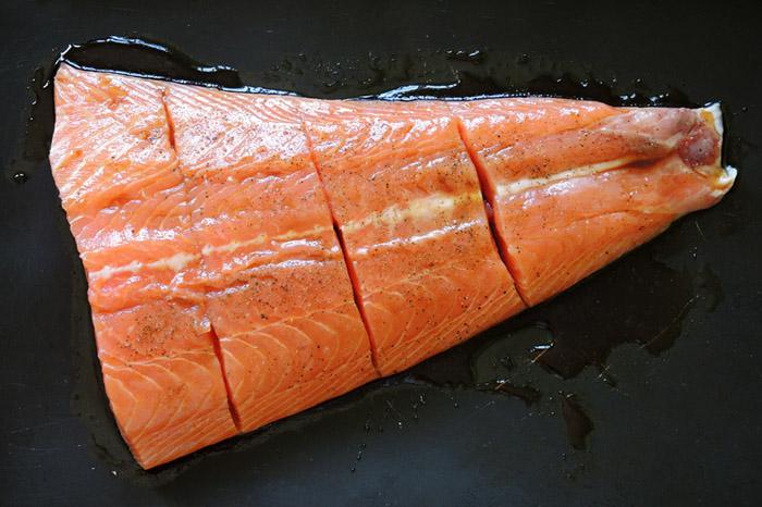 σολομός με σάλτσα σογια στο ταψί