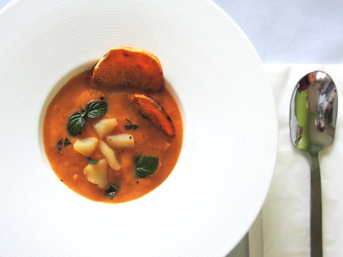 βελουτέ σούπα με γλυκοπατάτα και applesauce