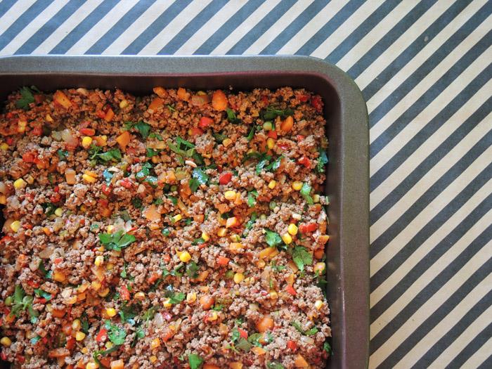 κιμάς με λαχανικά στο ταψί