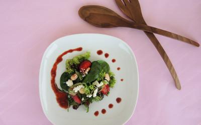 Σαλάτα με dressing φράουλας