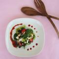 πράσινη σαλάτα με dressing φράουλας