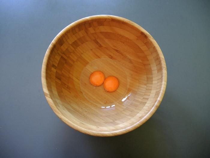 αυγά στο μπολ