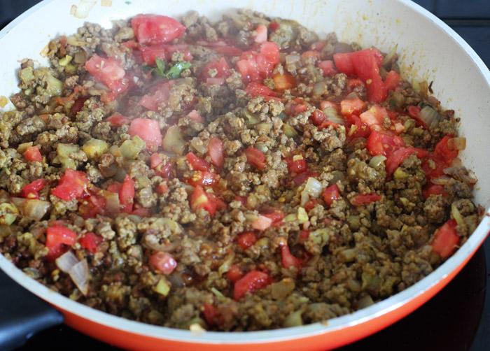 κιμάς με ντομάτα στο τηγάνι