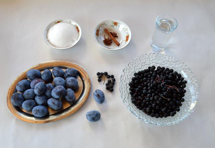υλικά για μαρμελάδα αρώνια με δαμάσκηνα