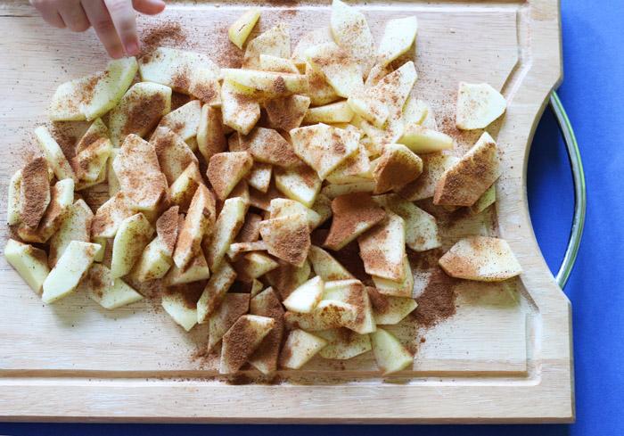 μήλα σε φετάκια με κανέλα