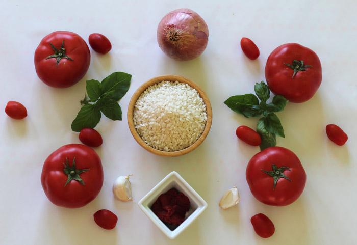υλικά για ντοματόρυζο