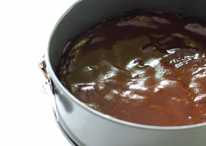 brownie me avocado και γλάσο σοκολατασ στο ταψί
