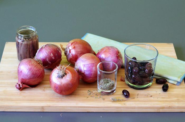 υλικά γι ατάρτα με κρεμμύδια και αντζούγιες
