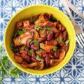 μανιτάρια με κόκκινα φασόλια σε κόκκινη σάλτσα 700-1