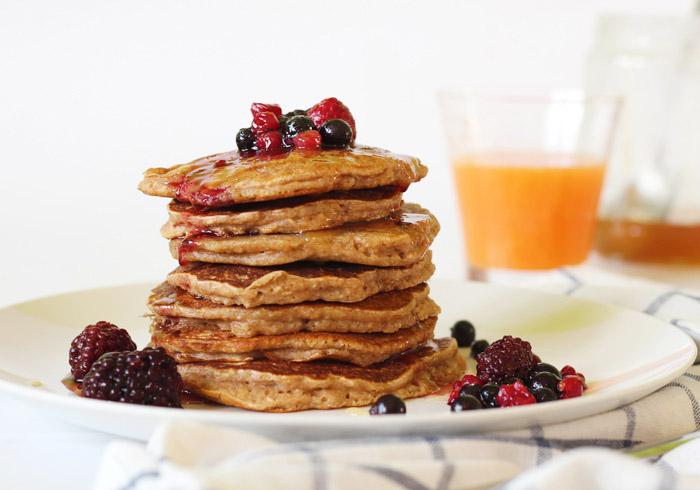 Pancakes με βρώμη και γιαούρτι