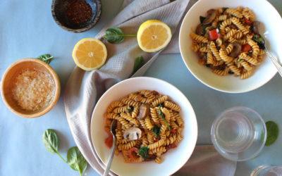 Βίδες με μανιτάρια, σπανάκι και γάλα καρύδας