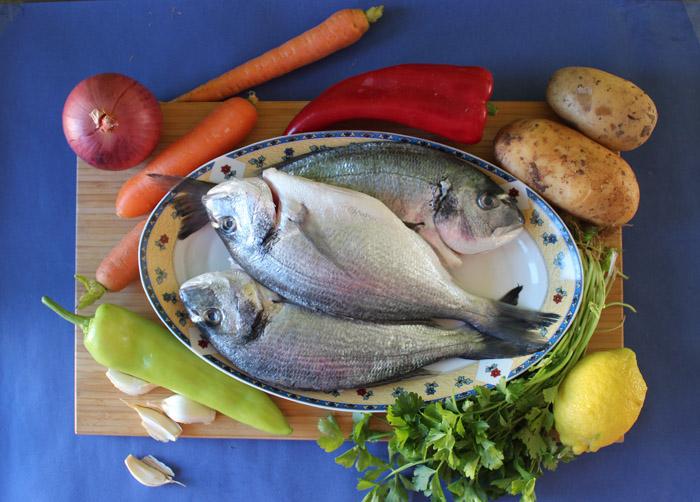 υλικά για τσιπούρες με λαχανικά