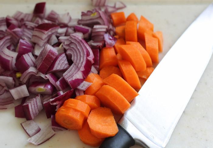 κρεμμύδι και καρότο κομμένα