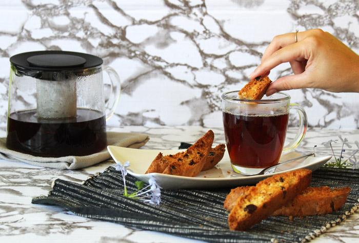biscotti βουτηγμένο στο τσάι 2 700