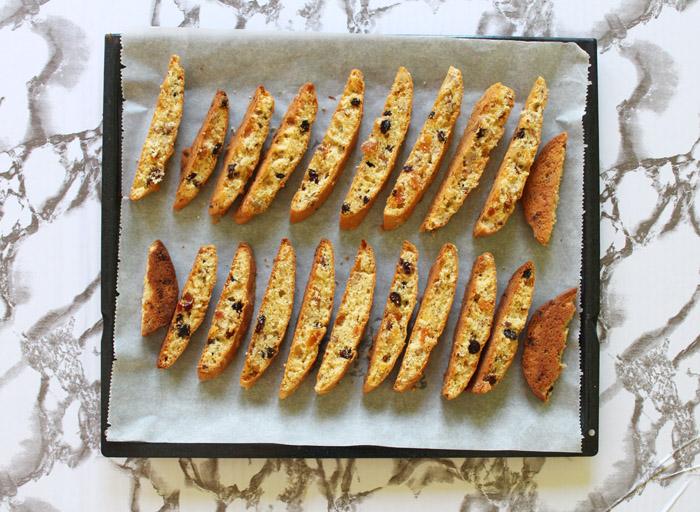 biscotti κομμένα στο ταψί
